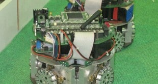 ساخت ربات فوتبالیست پروژه های دکتر علیزاده