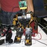 ساخت ربات فوتبالیست